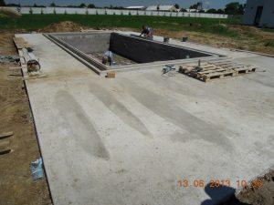 stavba fóliového bazéna